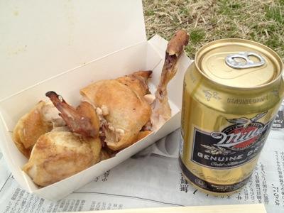鶏の丸焼きとビール